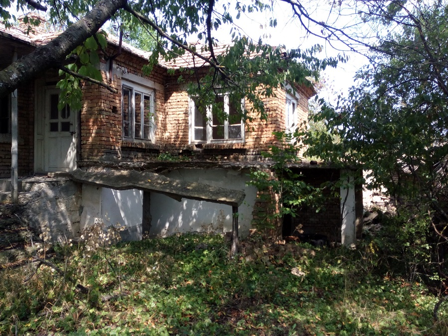 Two storey house in the village of Bdintsi, Dobrich region